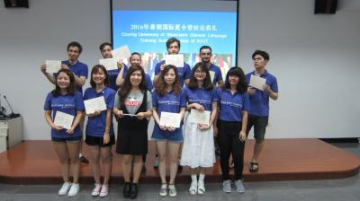 Ms. Zhang Yanzi and students have group photo taken after awarding certifications