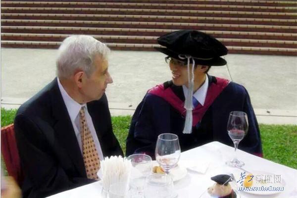 1994年诺贝尔经济奖_图:1994年,纳什成为诺贝尔经济学奖得主之一-这个荣获诺奖的疯子...
