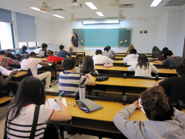 我院组织清明节后留学生上课情况检查