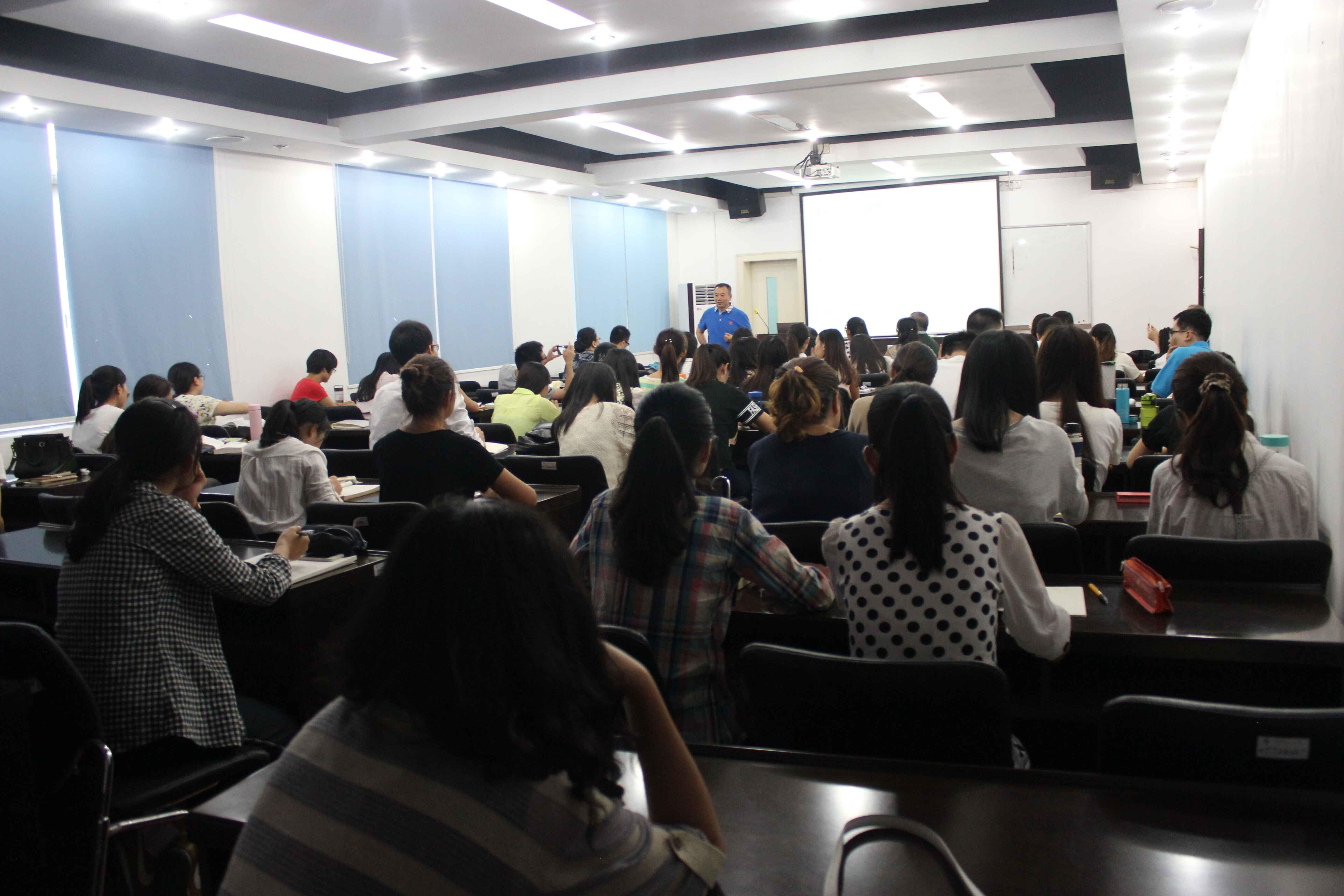 """A Lecture on """"De-categorization of Language and its Theory and Application""""  by Prof. Liu Zhenguang"""